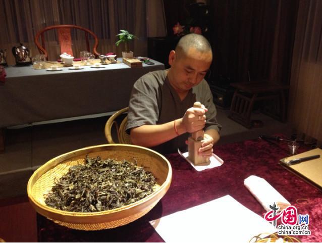 """""""漳平水仙茶饼DIY""""2014全国30城联动走进丽江"""